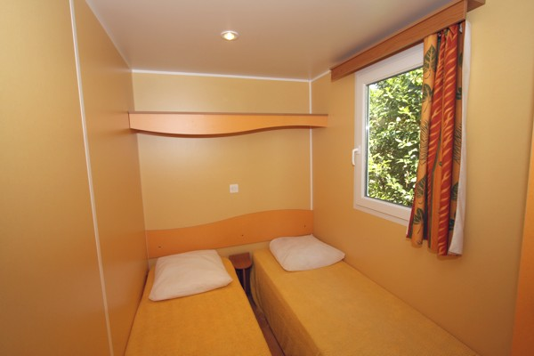 Une chambre du mobil home
