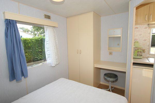 location mobil home pas cher pour famille vend e. Black Bedroom Furniture Sets. Home Design Ideas
