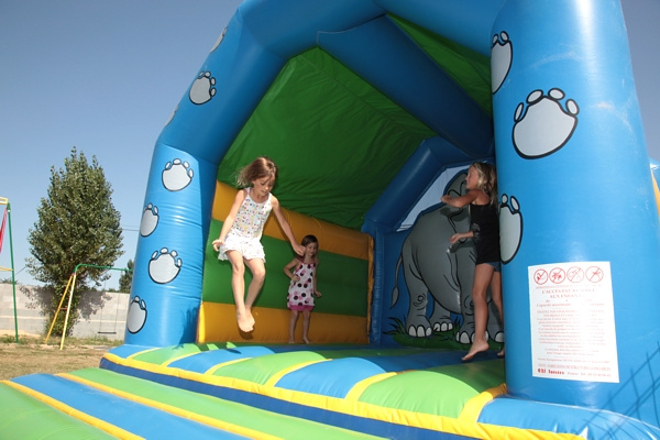 jeux et chateau gonflable en camping à Saint Jean de Monts