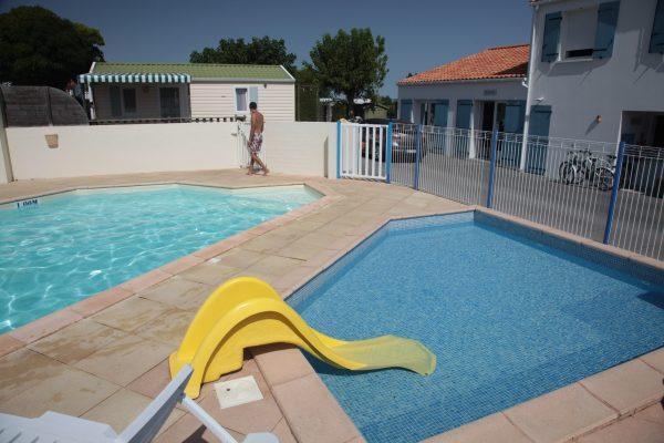 Petit bassin ou pataugeoire de la piscine chauffée du Logis en Vendée